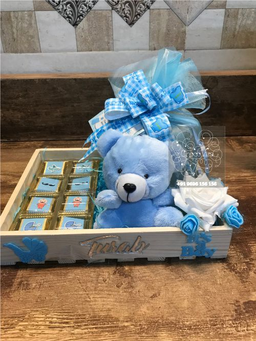 birth announcement hampers for boy birth in india under 750 1000rs